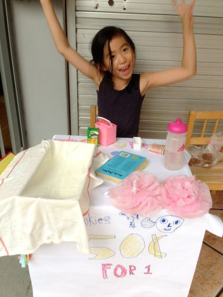 G also started her weekend bake sales after being inspired by a neighbor's kid selling lemonade. She sold Cookies for the 1st time and this is her being all sold out! :) So happy was she that she did a 2nd one before the year was over!