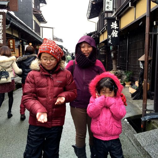 Walking in the old streets of Takayama. We were trying to find the sweets shop we tried on the previous trip, but I think it might have closed down.....